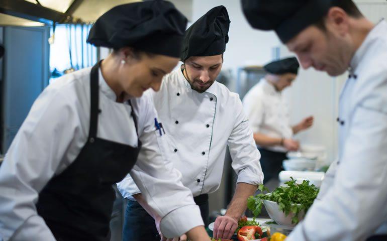 10 motivos para treinar equipes de restaurantes